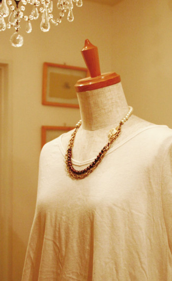 chocolate‐colored pearl necklace